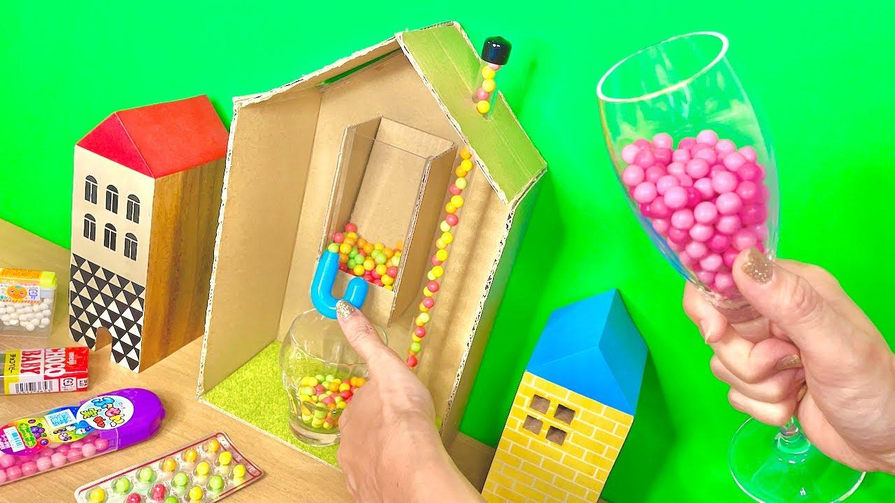 おうち型のお菓子ディスペンサーを作って遊ぼう♪
