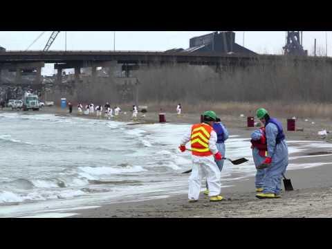 Oil spill on Lake Michigan