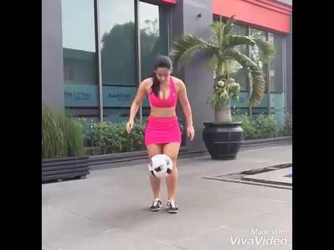 New Best Amazing Freestyle Football By Beautiful Girl 002