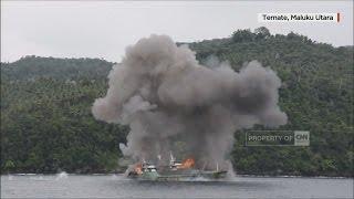 Boomm! Saat Menteri Susi Pimpin Peledakan 2 Kapal Asing