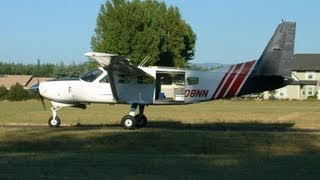 Jumping out of a Cessna 208 Caravan Turboprop N208NN at Skydive Oregon 2003