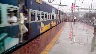 17617 - MUMBAI CST - NANDED TAPOVAN EXPRESS AT THANE