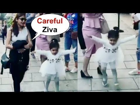 Ms Dhoni Daughter Ziva Dhoni Dancing With Anushka Sharma On Street Of England