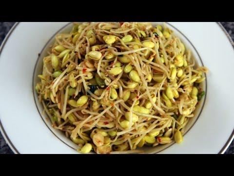 Soybean sprout side dish (Kongnamul muchim: 콩나물무침)
