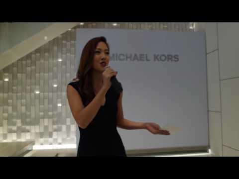 FLY HOSTS : Vanessa Vanderstraaten  Michael Kors x McClaren Honda