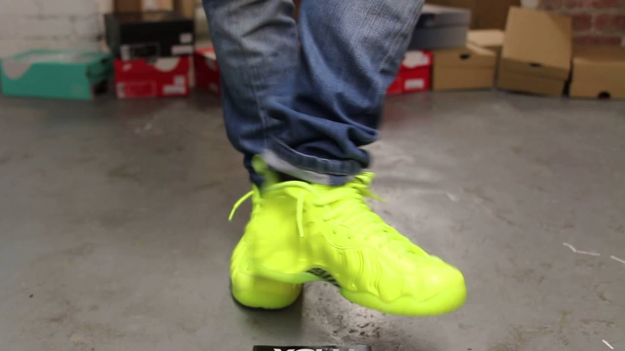 cheap for discount 8430e 74090 nike foamposite volt on feet