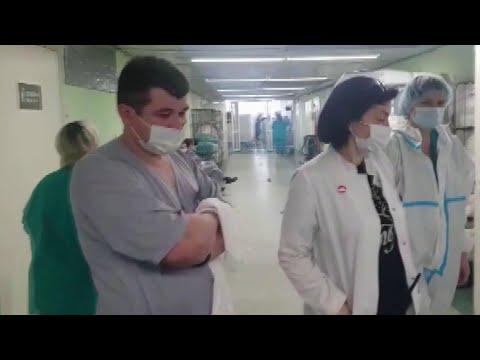 В Филатовской больнице в Москве на помощь врачам пришли студенты из медицинских учебных заведений.