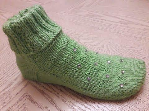 Носки (тапочки) на двух спицах без швов .