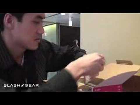SlashGear Unboxing of Canon HV10
