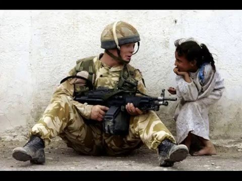一度見たら忘れられない心を揺さぶる戦争の写真