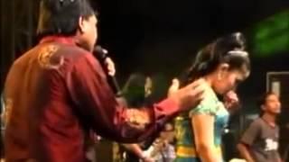 Arjun Bayu Arizona Feat Mitha New Pallapa Live Binoh 2013   YouTube