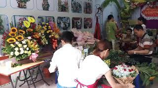 Dạy cắm hoa nghệ thuật tại 5rung tâm dạy nghề lily. Buổi thực hành bó cắm hoa.