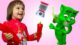 Мой Говорящий Том в РЕАЛЬНОЙ ЖИЗНИ | Арина и Котик Том играют в игру разноцветные Сладкие напитки