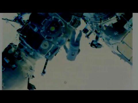 UFO Lou - Live E.V.A. -'Unknown object' Near I.S.S. Cosmonaut - Today!