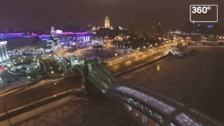 Ночная иллюминация на мосту Богдана Хмельницкого в Москве