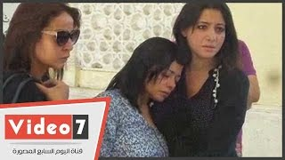 انهيار زوجة محمد خان فور وصولها مسجد الكويتى