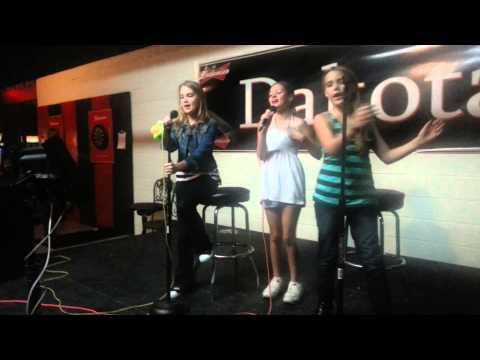 Avery,  Madison & Emily... Luke Bryan