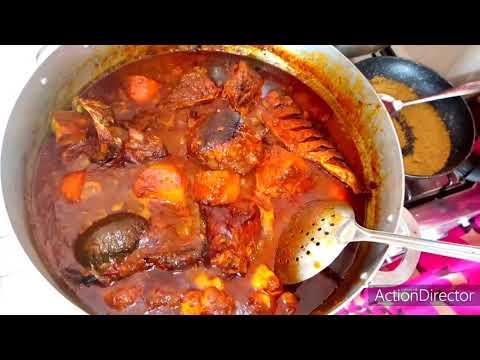 thiou-diwetir-poisson-fumé-avec-sauce-tomate-légume-beugeudj-et-riz-blanc