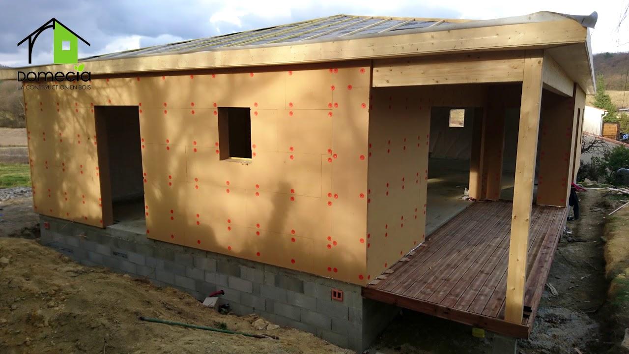 DOMECIA : MAISON OSSATURE BOIS avec sa petite terrasse abritée en ...