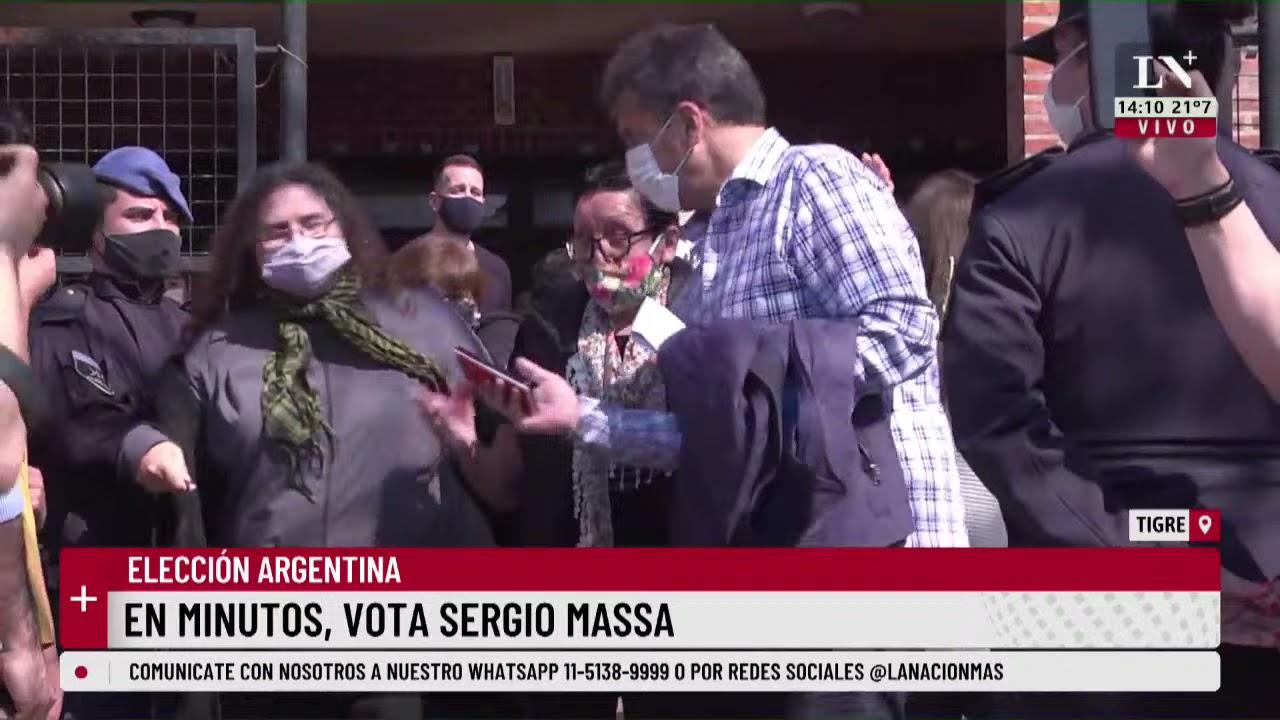 Download Una mujer insultó a Sergio Massa mientras hacia la fila para votar en Tigre