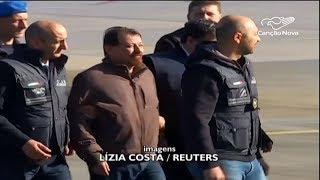 Cesare Battisti chega na Itália para cumprir pena de prisão perpétua