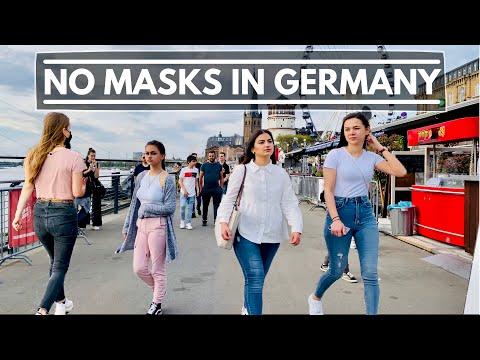 DÜSSELDORF in GERMANY is FULL of PEOPLE! CROWDED SUNDAY WALK