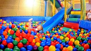 Playground Fun Play Place for Kids / Play Centre Ball Playground with Balls / Play room / Playroom /