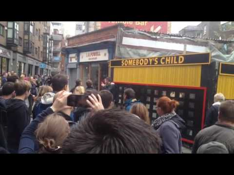 Only in Dublin - Spontaneous song during our Free Tour