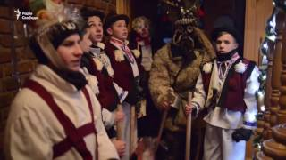 Западная Украина встречает Рождество колядками(В Святой вечер колядовальщики в костюмах пастырей, ангела, деда и бабы носят Звезду и прославляют Иисуса..., 2017-01-07T12:23:16.000Z)