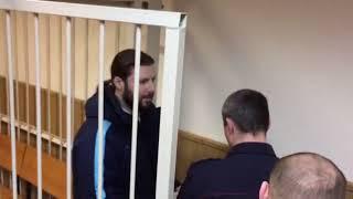 Священника Грозовского уводят из суда