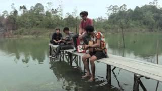 Gambar cover LAS! & Momo - Borneo Is Calling (Live Version)