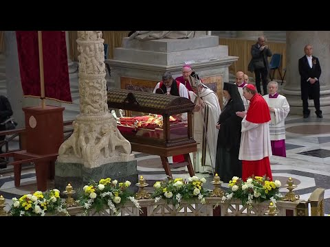 Pope Francis prays with leaders of different Christian denominations