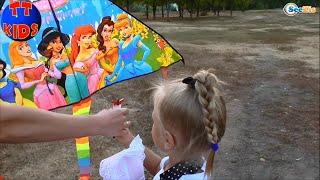 ✔ Беби Борн и девочка Ярослава запускают Воздушного Змея / Baby Born and girl Yaroslava fly a kite
