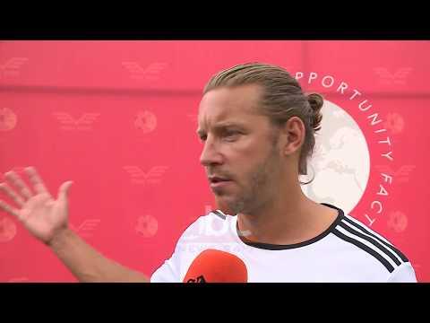 Futbollisti i famshem anglez vezhgon nga afer talentet shqiptare| ABC News Albania