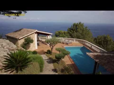 Beautifully located waterfront villa with breathtaking sea views ( Ref. 90669 )