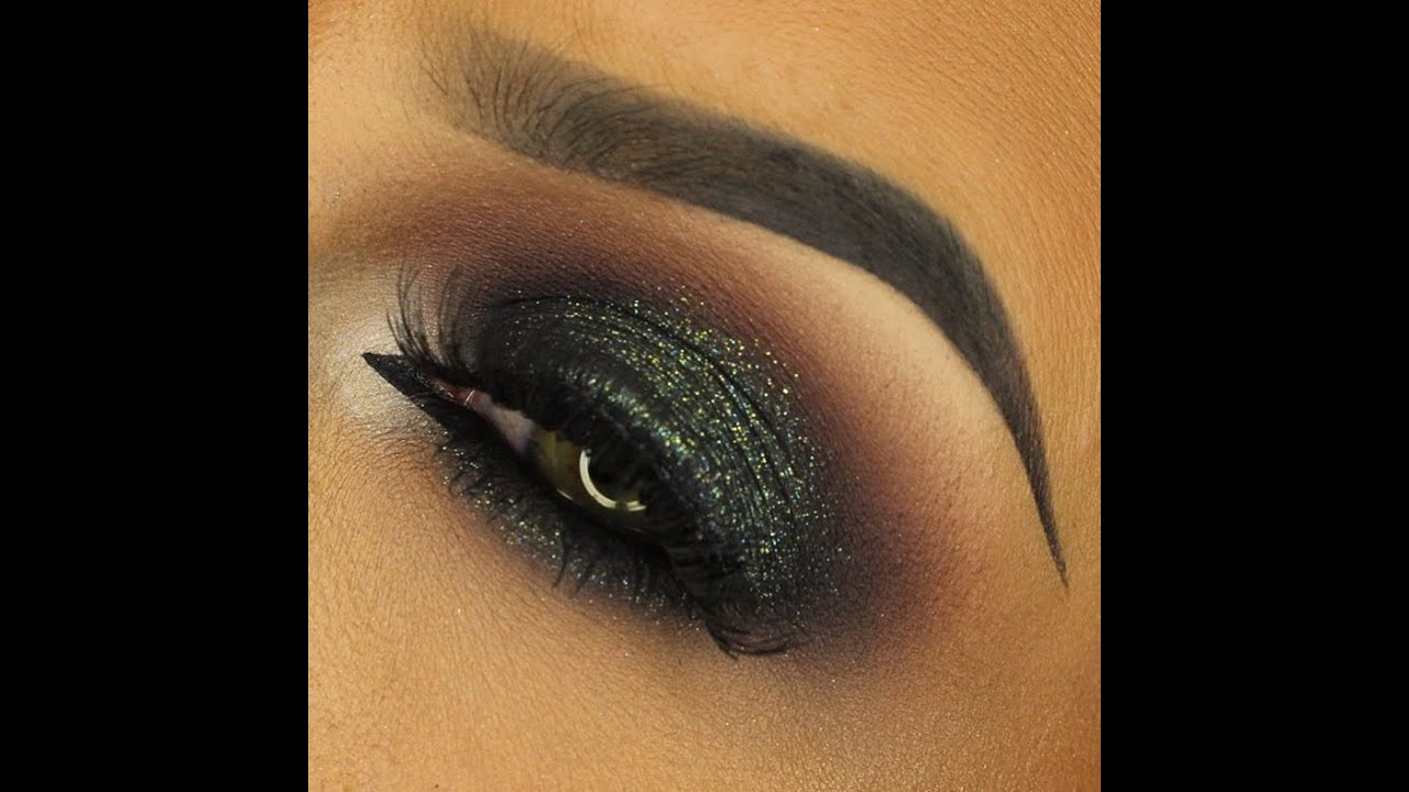FESTIVE GREEN GLITTER SMOKEY EYE - YouTube