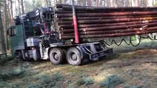 Mała wpadka ciężarówki z drewnem    VOLVO    Okiem ZULa