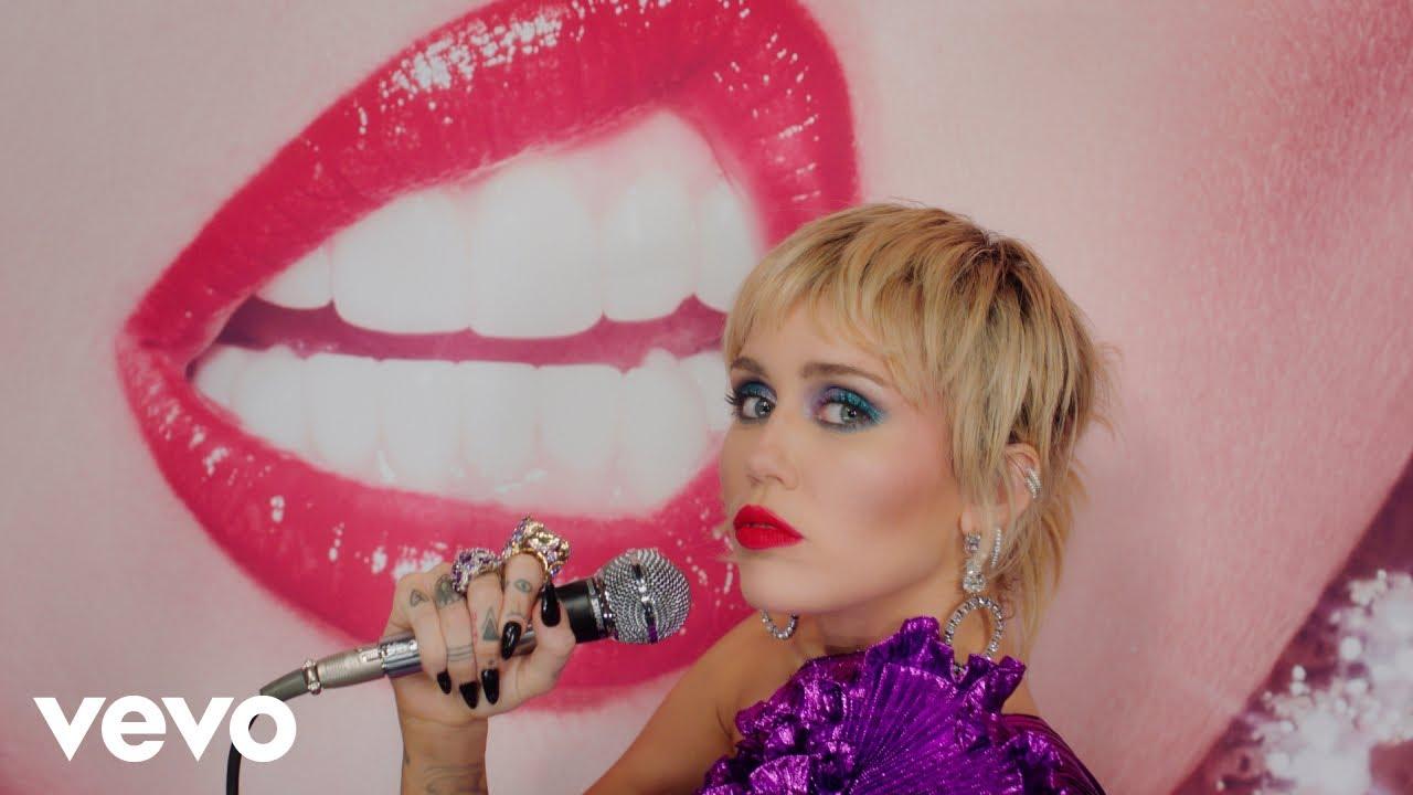 Miley Cyrus - Midnight Sky (Graham Norton Performance)