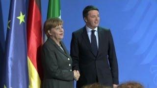 """Grillo: """"Renzi non ha le palle per sfidare la Merkel"""""""