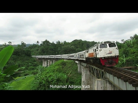 Kereta Ngebut di Tikungan tajam dan jembatan rel Padalarang
