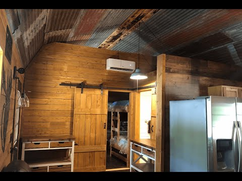 Rustic Interior Decor For Manx Outfitters - Trophy Buck Hunt Cabins