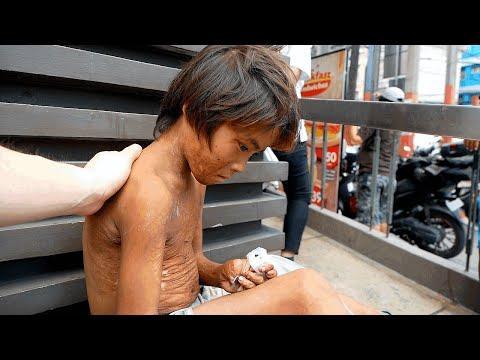 Cheering Up Sad Street Kid with FOOD in Manila Philippines