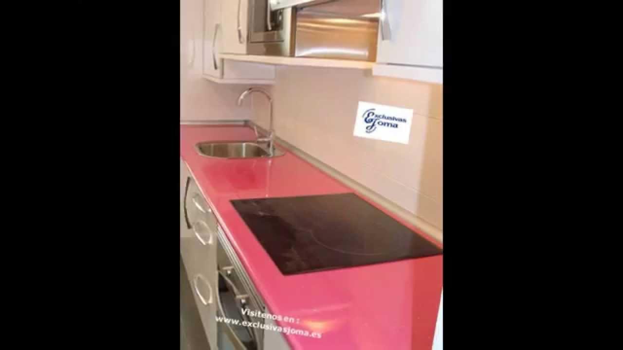 Muebles de cocina en color blanco alto brillo y encimera - Colores de granito para encimeras de cocina ...