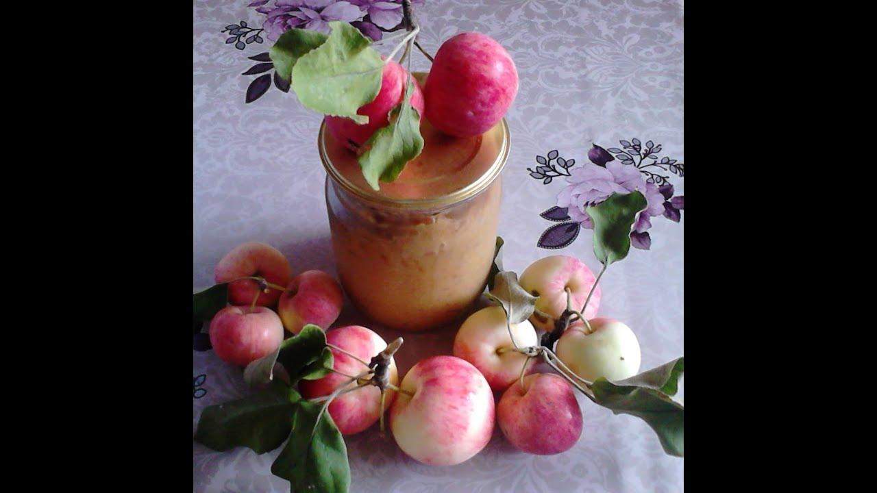 Засахаренным яблокам нужно дать настояться 30 мин, чтобы выделился сок.