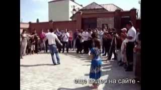 Чеченская лезгинка на свадьбе в Грозном