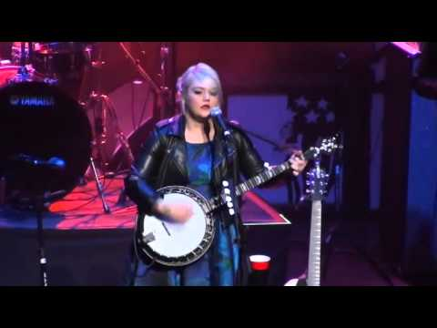 Elle King @ Fresh 102.7 Holiday Jam, Beacon Theatre, 12/02/15 - FULL SHOW