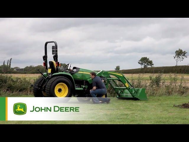 John Deere 3520 compacttrekker voorlader en maaidek demonstratie