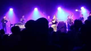"""Dream A Little Dream Of Me"" (3rd encore) - Caro Emerald"