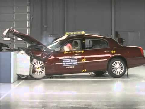 Voiture De Luxe Crash Test 2003 Lincoln Town Car Moderate Overlap