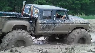 BIG GREEN 4 DOOR 4x4 TRUCK MUDDING